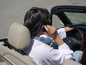 conducir hablando por el teléfono móvil