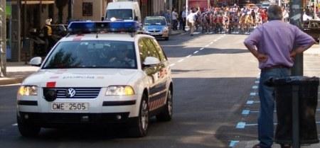 Coche patrulla de mossos con radar