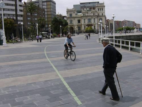 Bici y peaton