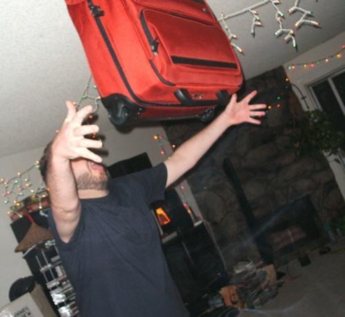 Estiramientos innecesarios para manejar una maleta