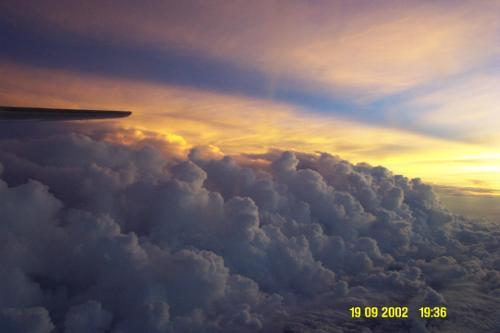 Puesta de sol por encima del huracán Isidoro