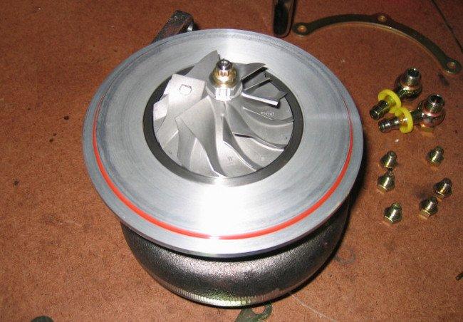Lado del compresor (sin la tapa) del turbo de un Garrett GT30