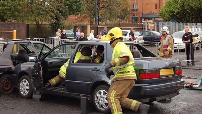 Atención a heridos dentro del coche