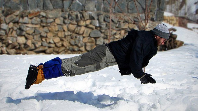 Cayendo sobre la nieve