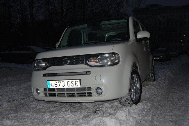 Nissan Cube con neumaticos de invierno