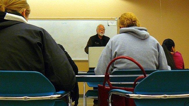 Profesor en su aula