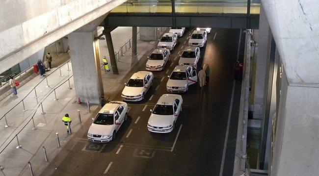Parada de taxis en un aeropuerto