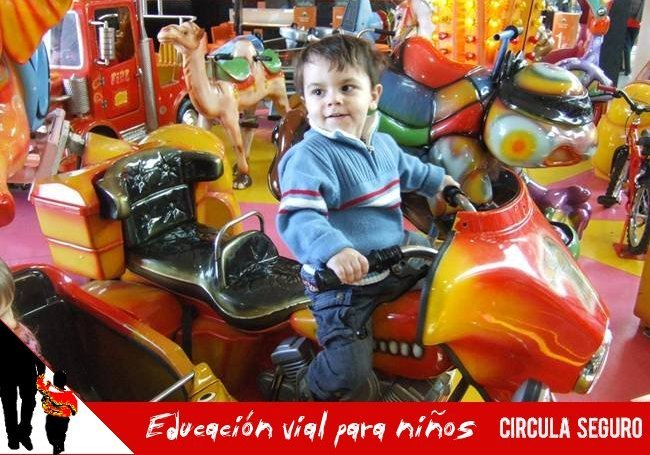 Niños en moto