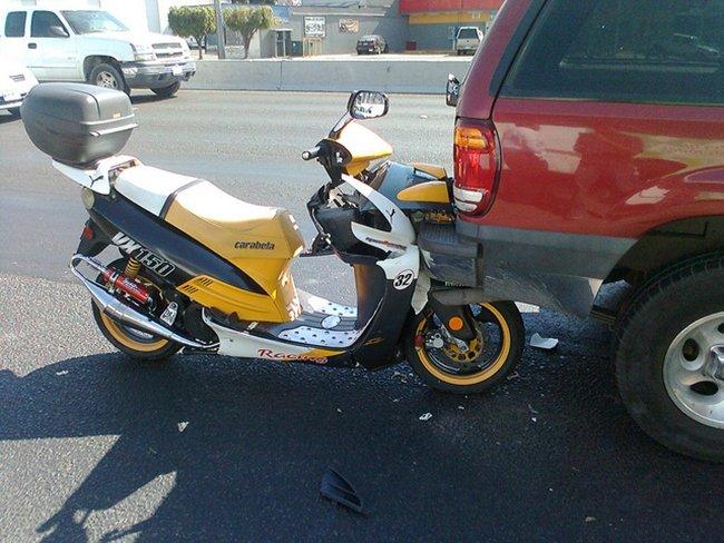 Choque por alcance de moto a furgoneta Por Luis_pats