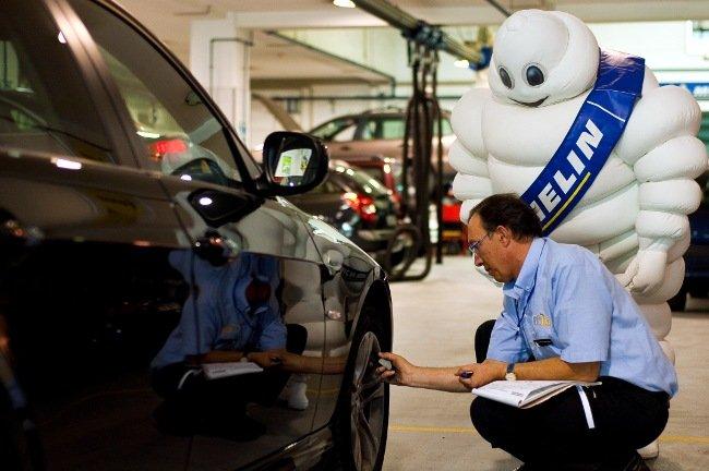 La presión de los neumáticos del coche es un factor de seguridad imprescindible