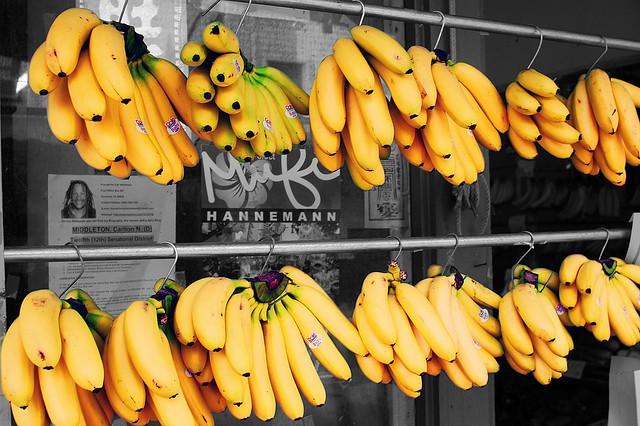 Plátanos de color amarillo selectivo