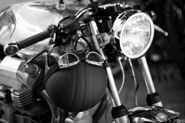 Moto Guzzi V7 Por Terence S. Jones