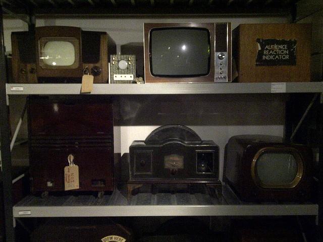 Una serie de televisiones