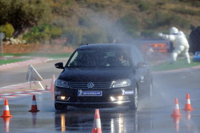 Frenada en mojado con neumáticos Michelin