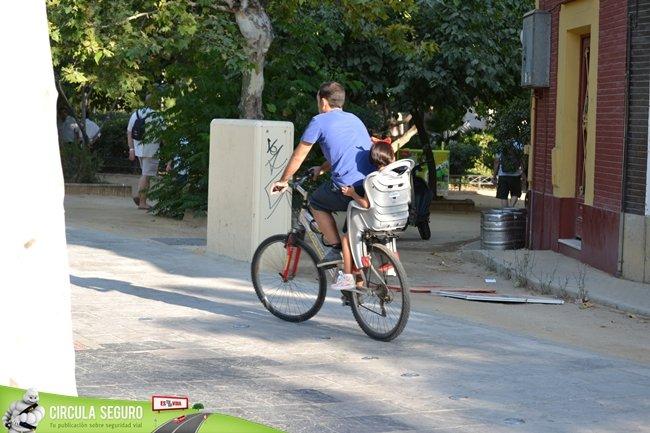 bici con niña sillita