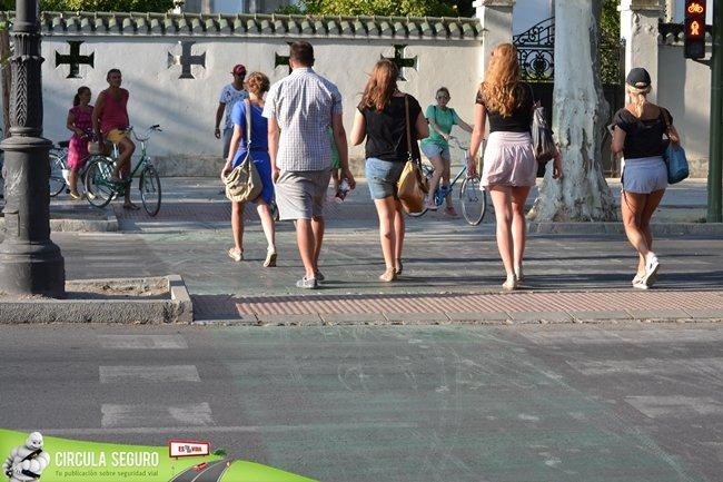 peatones y ciclistas