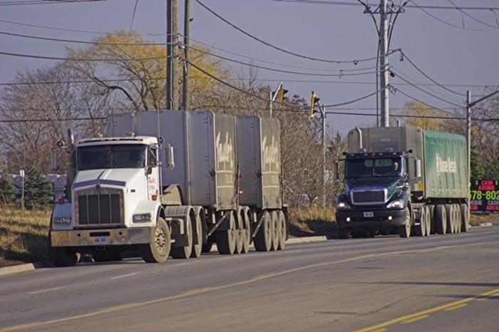 Camiones mal aparcados