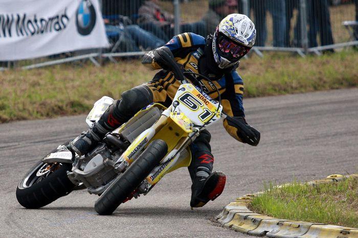 Motocicleta derrapando