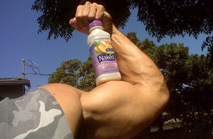 Los bíceps a menudo se toman como símbolo de potencia... aunque, físicamente, debería ser de fuerza.