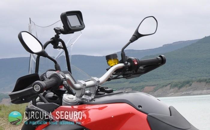 navegadores o móviles en la moto