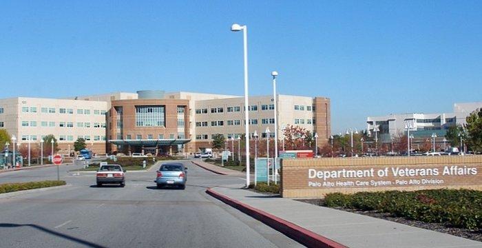 Clínica especializada en el tratamiento de politraumatismos de origen militar, en Palo Alto.