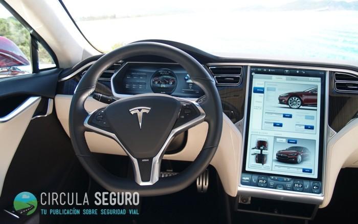 Pantalla táctil de un Tesla Model S