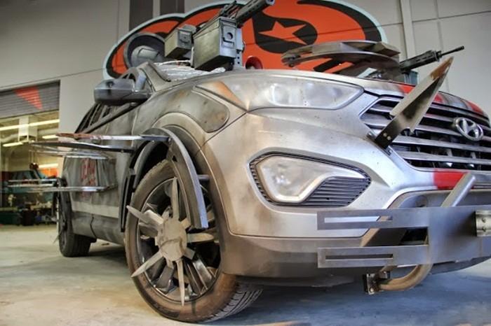 """Imagen del vehículo """"anti zombies"""" elegido y diseñado para la serie de cine y televisión The Walking Dead"""
