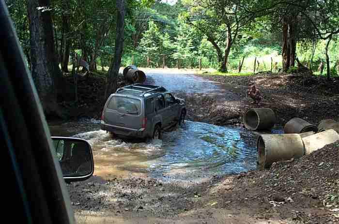 Vadear un río en coche