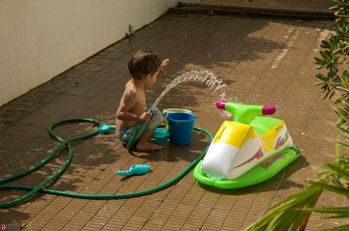 la moto de agua de la foto que acabas de ver no necesita de licencia pero hasta esa inocente ucmoto de aguaud debe ser utilizada con sentido