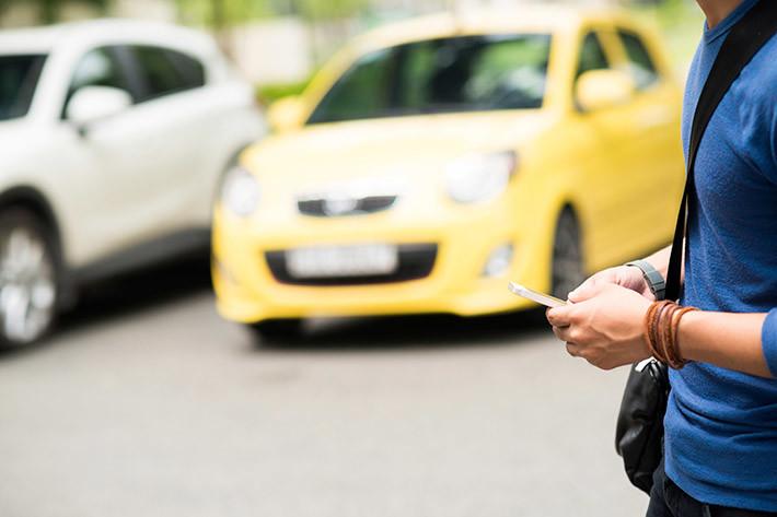 Peatones con móvil