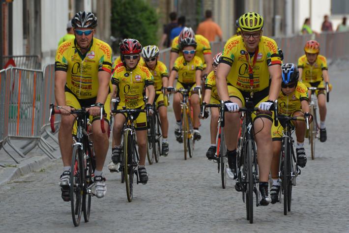 Adelantar a un grupo de ciclistas