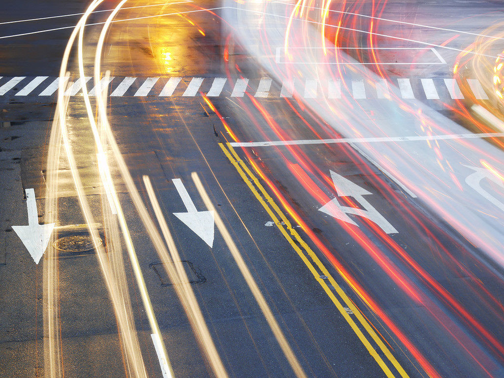 senales-viales-pintadas-en-el-asfalto