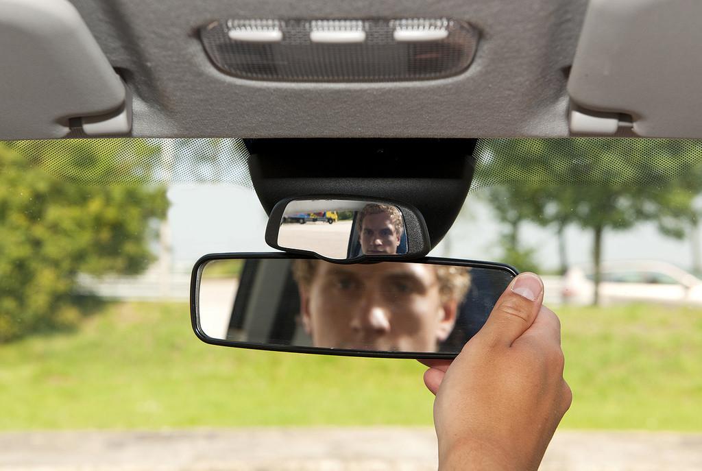 Qu espejos retrovisores son obligatorios llevar en el for Espejo retrovisor interior