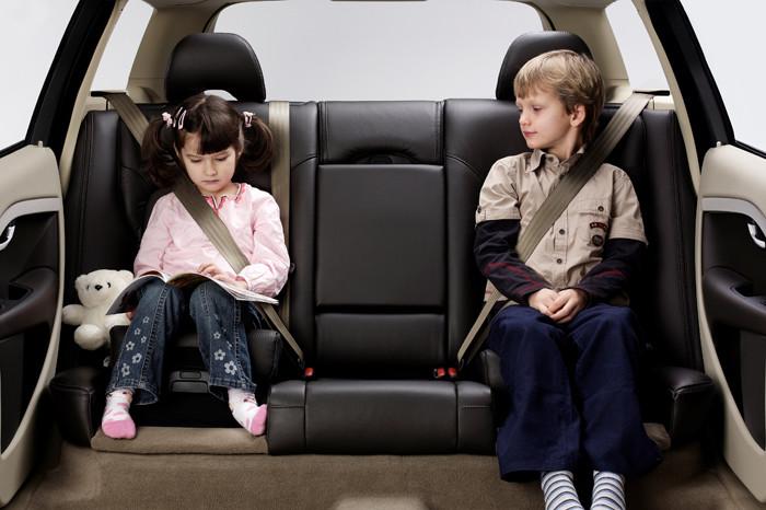 Puedo utilizar un alzador para ni o sin respaldo circula seguro - Normativa sillas de coche para ninos ...