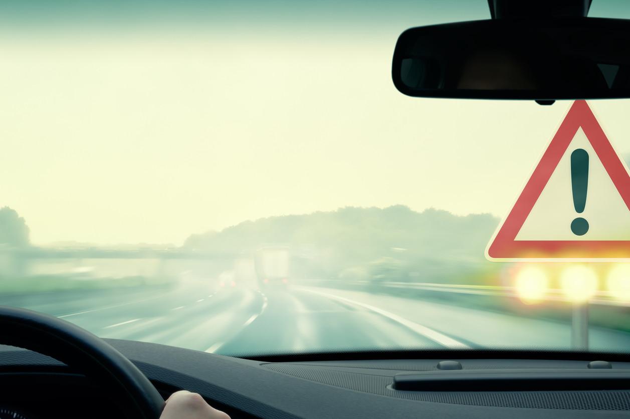carretera señal advertencia