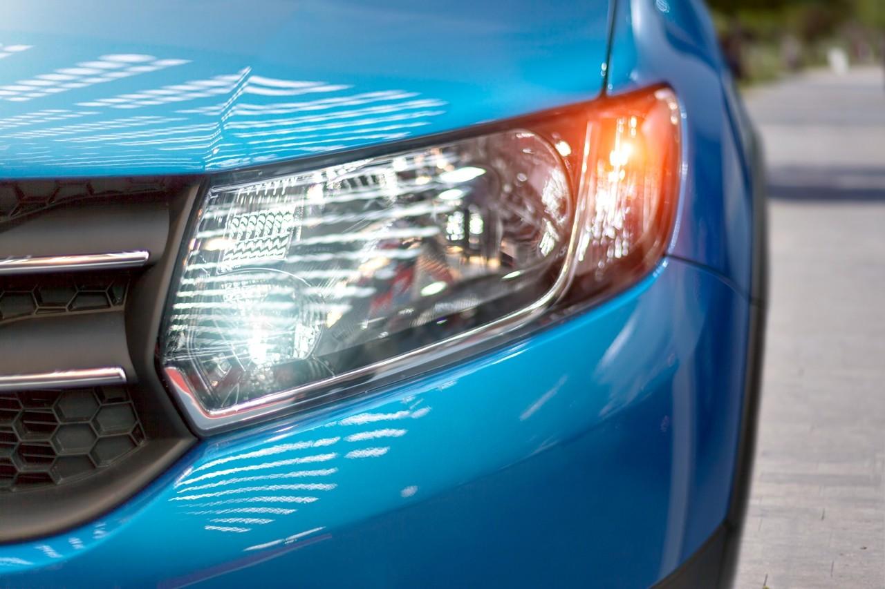 las 6 normas para conducir por autovía de forma segura: usar los intermitentes