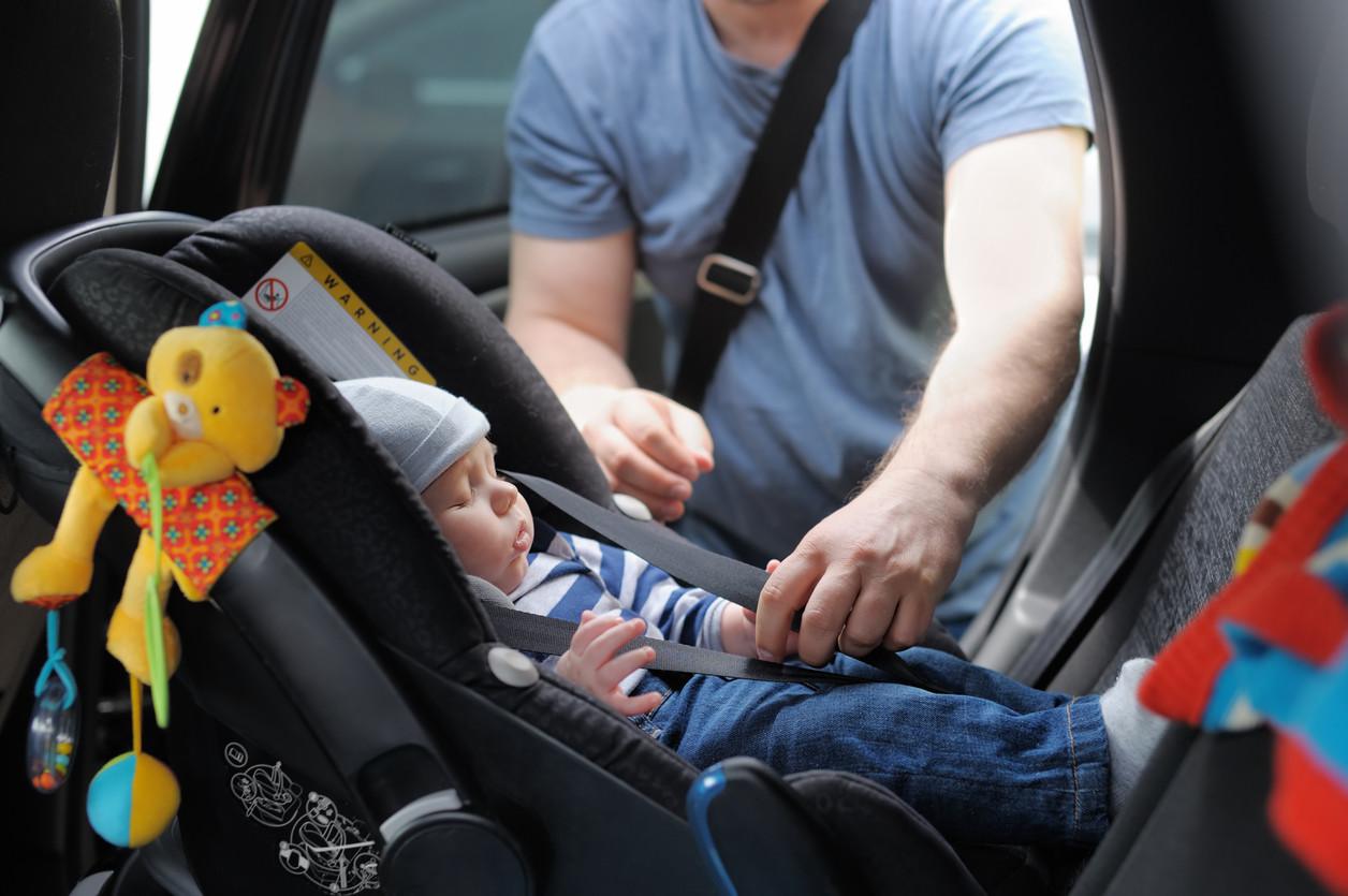 Sillita de coche para bebé a contramarcha
