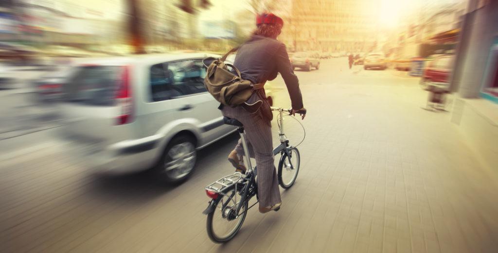 Ciclista y coche