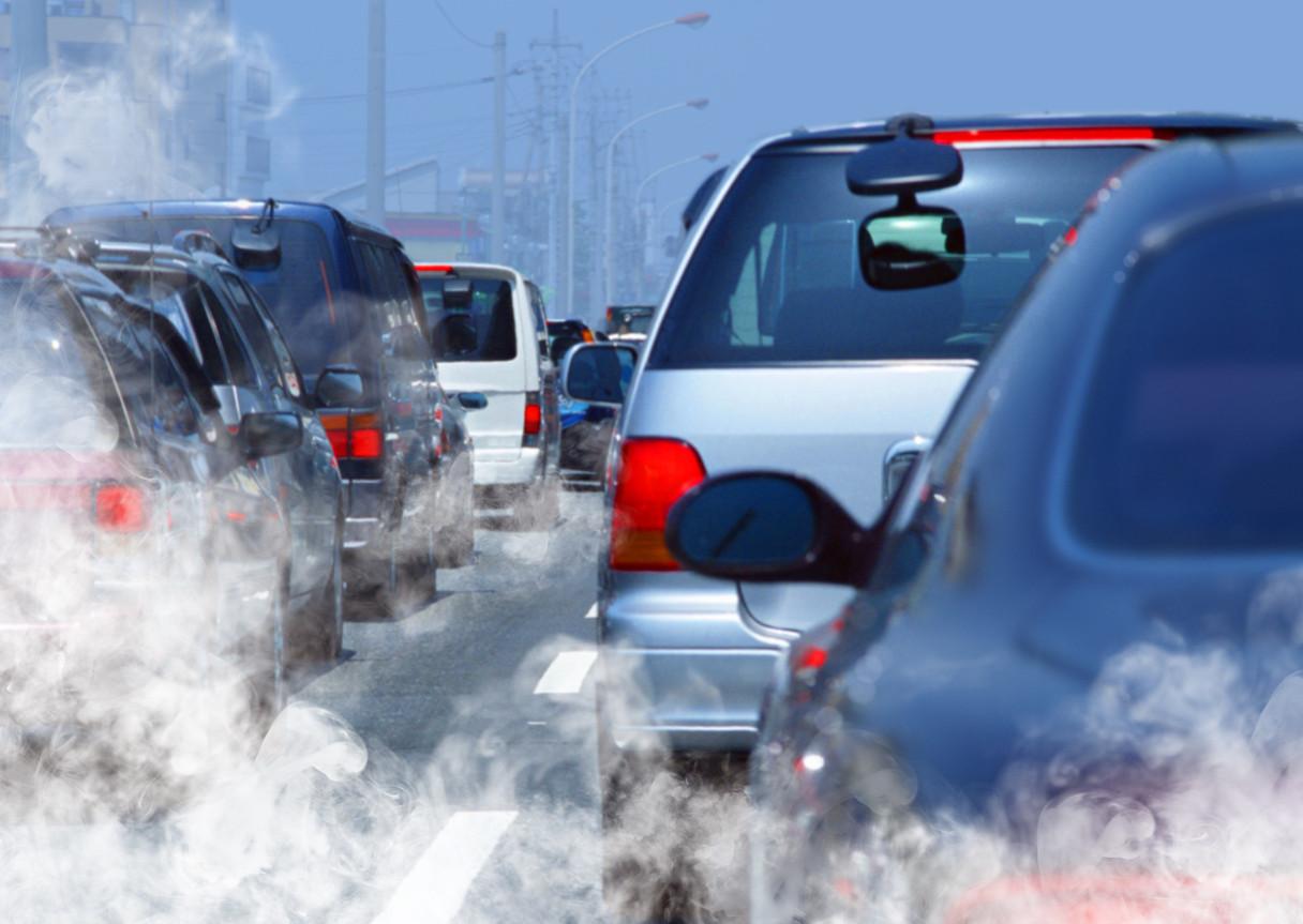 Atasco y contaminación