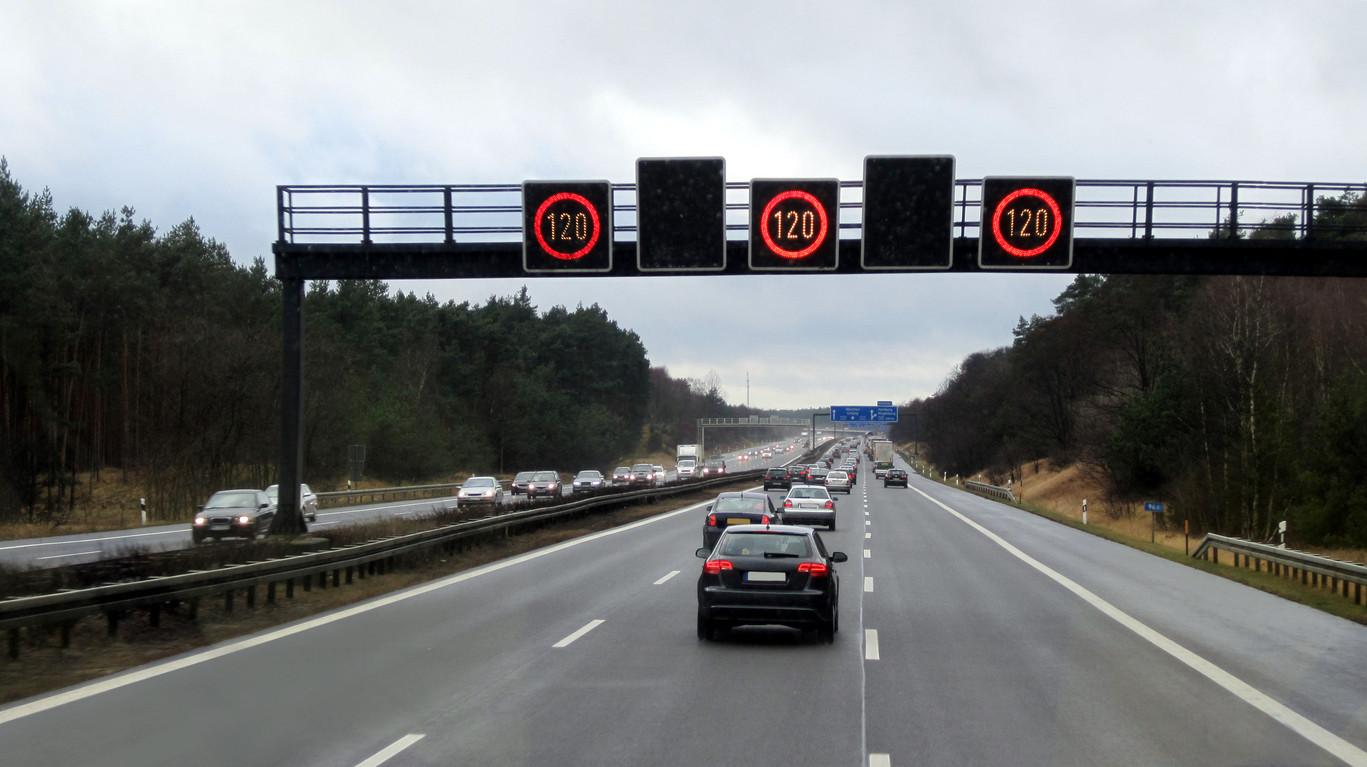 Velocidad máxima a 120 km/h en autopista