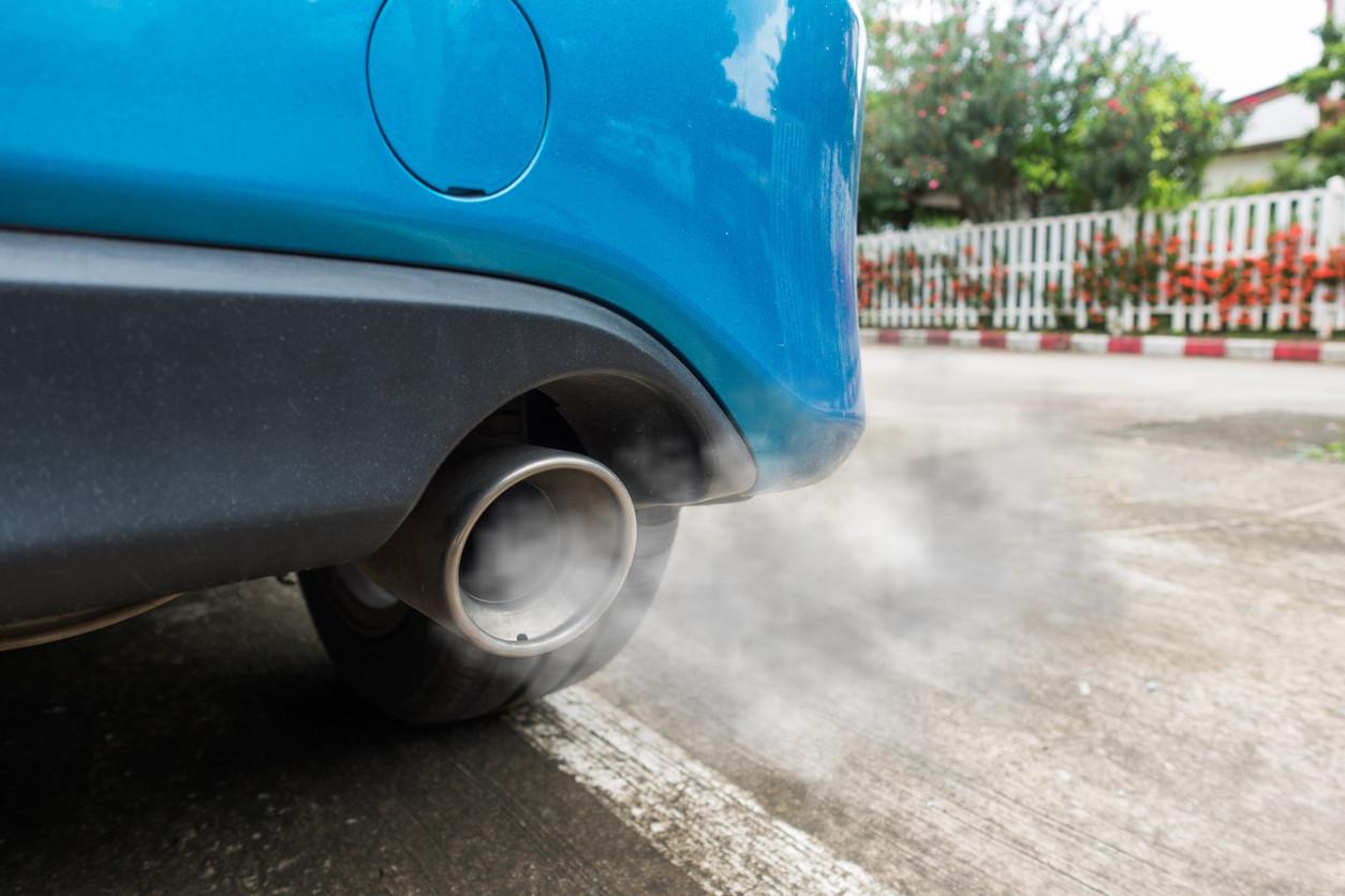 Tubo de escape y restricciones de tráfico por contaminación