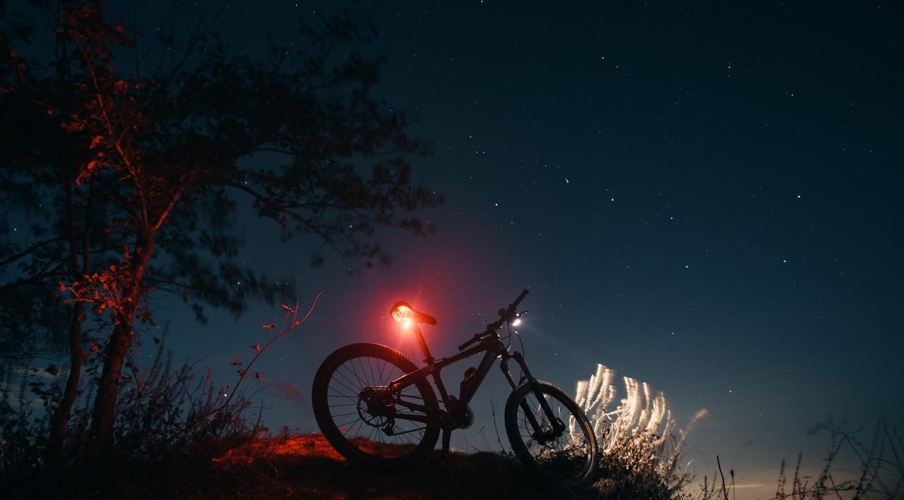 Iluminación de bicicletas de noche