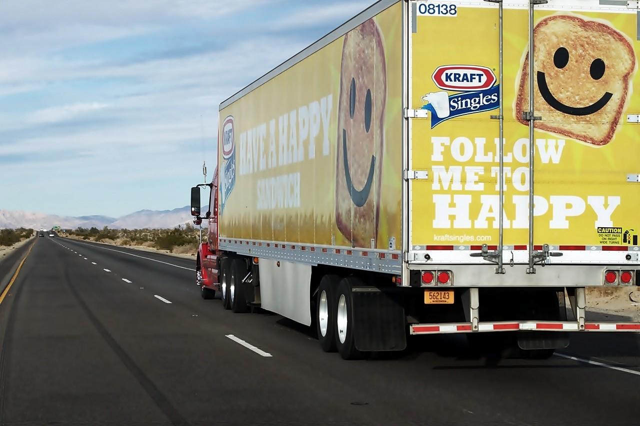 adelantar camiones