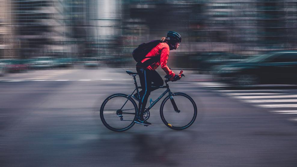 ciclista-vehiculo-ciudad