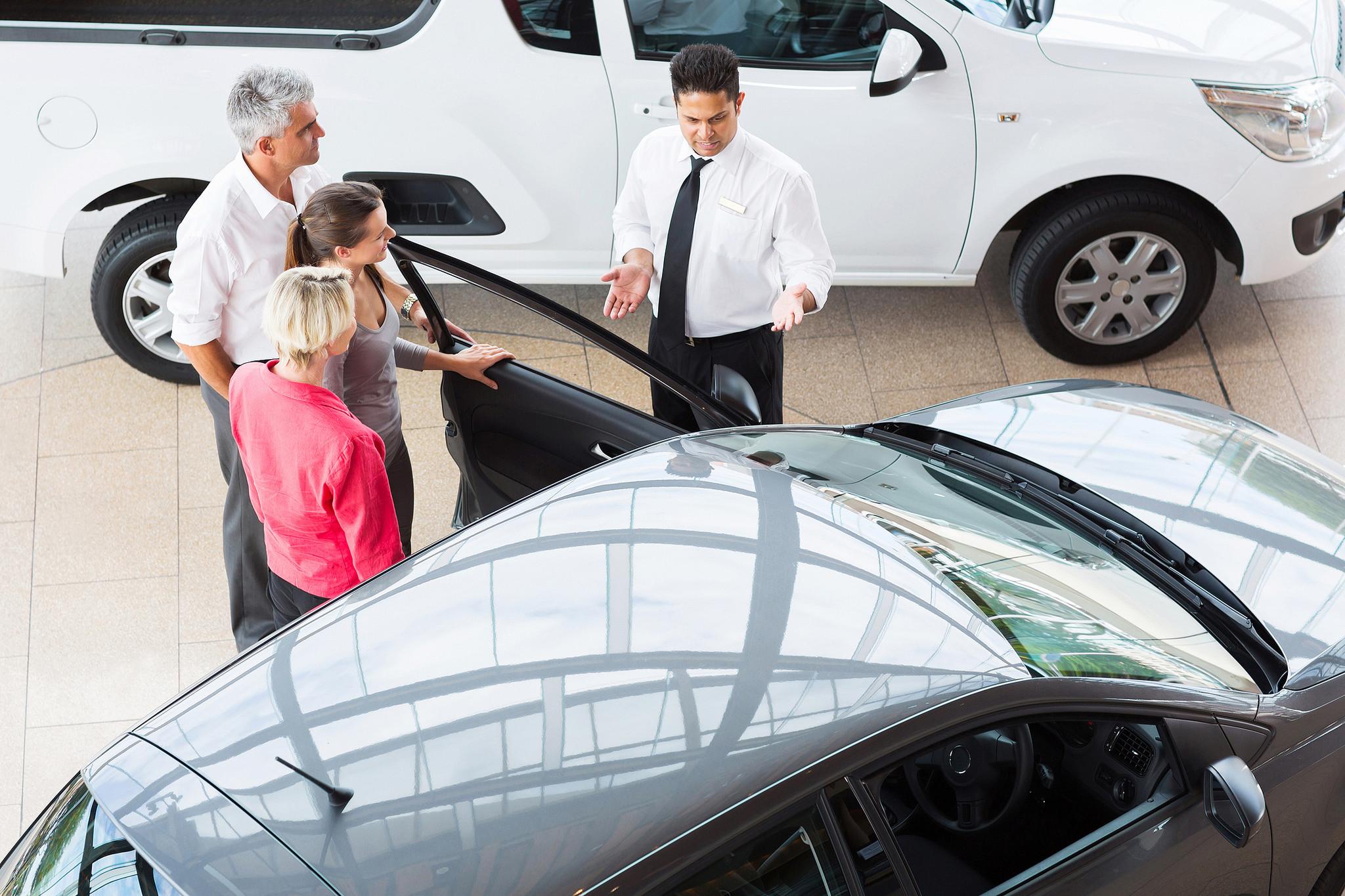 concesarionarios-barrera-vehiculo-electrico-venta