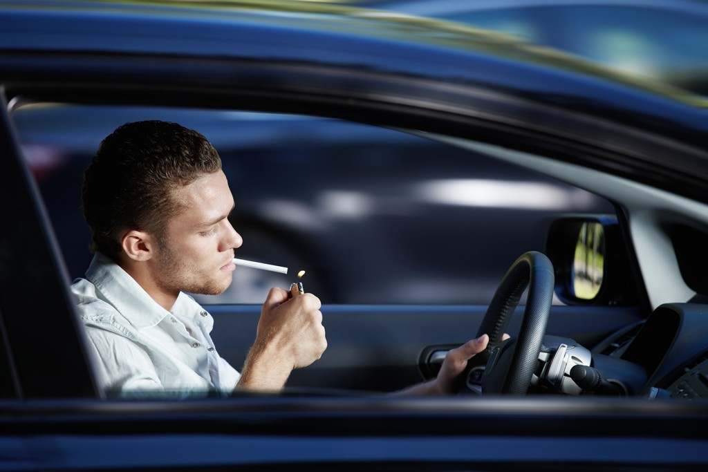 Fumar en el coche a debate