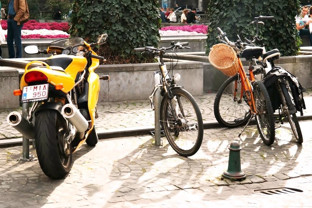 Aparcar moto, bici y patín