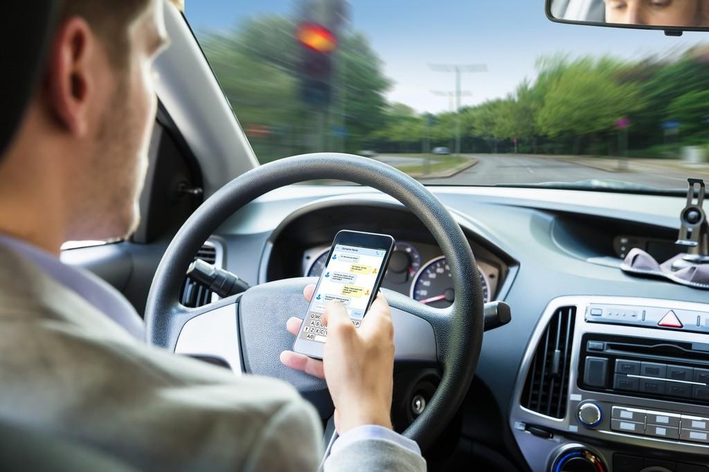Retos en 2019: uso del móvil conduciendo