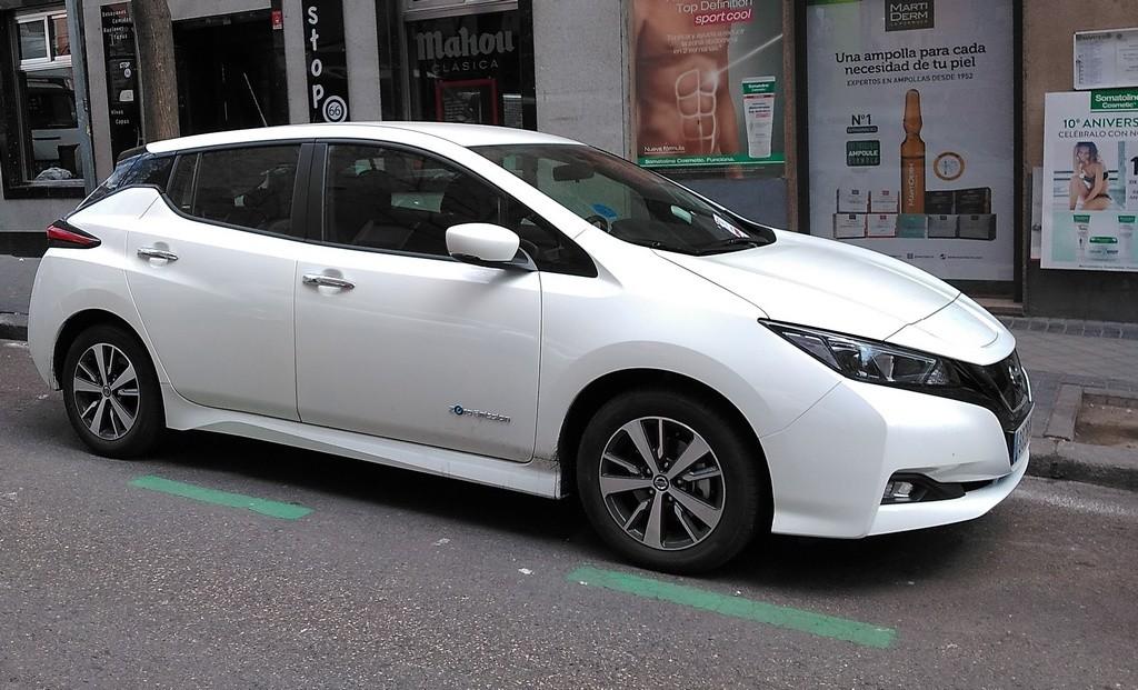 Aparcar un coche eléctrico en zona SER