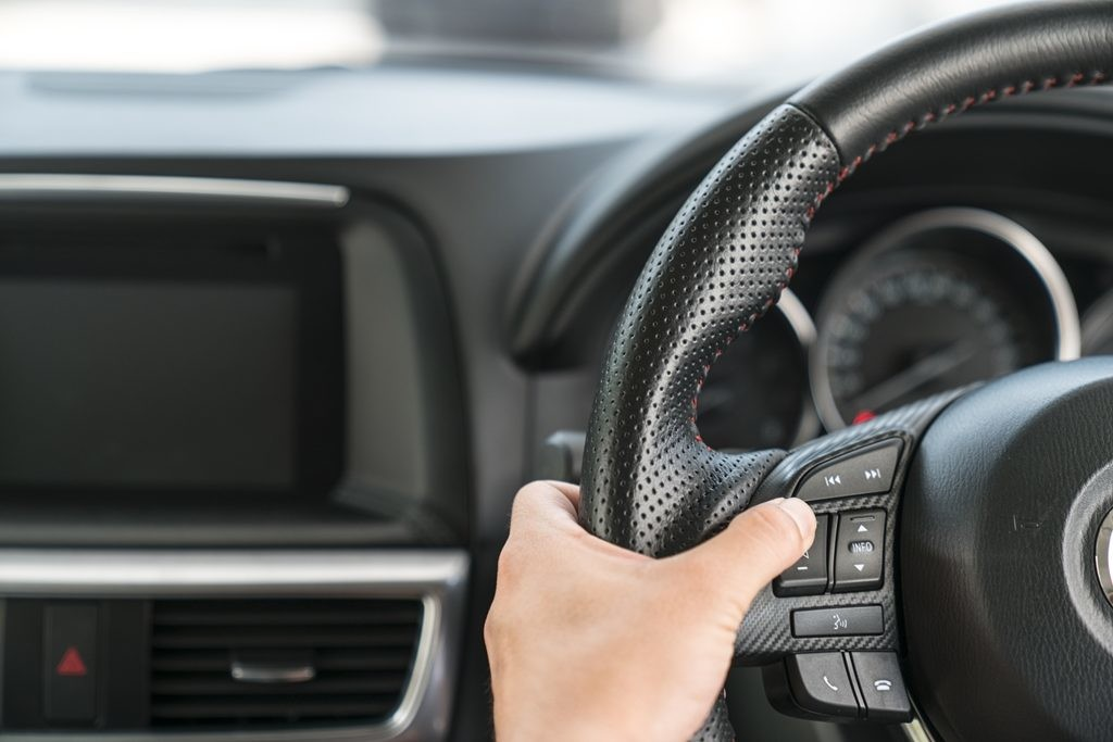 Asistente y limitador de velocidad en el coche